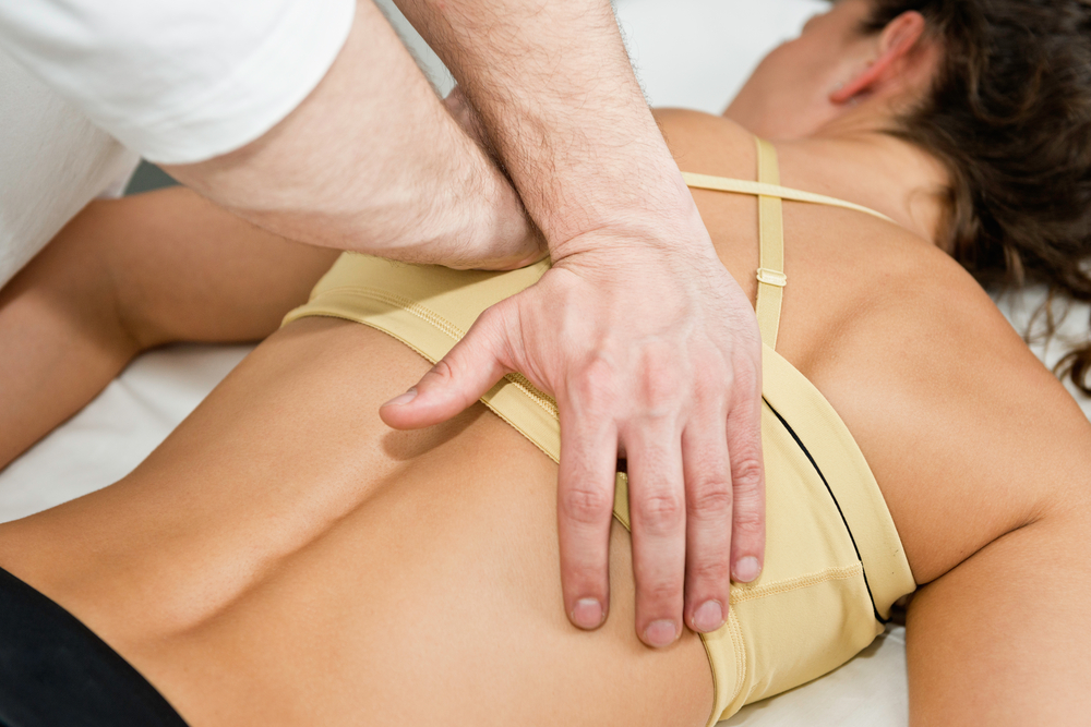 athletic woman getting chiropractic care in Oviedo, FL